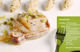 Thunfischsteaks an Kiwijus und Quinoa-Minztalern